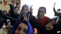 Yποχωρεί η ένταση με την κατάληψη του κτηρίου της Νομικής Σχολής από μετανάστες