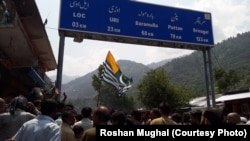 بھارت کے حالیہ اقدامات پر پاکستان کے زیر انتظام کشمیر کے لوگوں میں تشویش پائی جاتی ہے۔ (فائل فوٹو)
