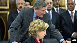 Late ambassador Richard C. Holbrooke talking to U.S. Secretary of State Hillary Rodham Clinton at the Afghan Foreign Ministry after inauguration of Afghan President Hamid Karzai in Kabul (file photo – 19 Nov 2009)