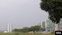 La decisión fue anunciada en Brasília después de que el ministro de Hacienda, Guido Mantega, dijera que el nuevo gobierno actuará para proteger a los exportadores locales.
