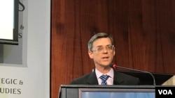 """美国国务院主管西半球事务的副助理国务卿欧莱利2019年9月26日参加战略与国际研究中心""""台湾在拉美发展援助角色""""研讨会(美国之音锺辰芳拍摄)"""