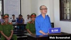 Ông Nguyễn Văn Nghiêm tại phiên tòa ngày 23/06/2020 ở tỉnh Hòa Bình. Photo Báo Hòa Bình.