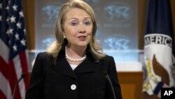 La secretaria de Estado, Hillary Clinton, durante una conferencia de prensa en el departamento de Estado, en la que se discutió el reporte anual sobre derechos humanos.