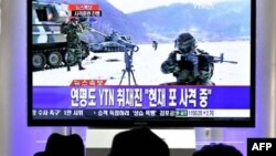 Cuộc diễn tập pháo binh bằng đạn thật từ đảo Yeonpyeong của Nam Triều Tiên được chiếu trên truyền hình, ngày 20/12/2010