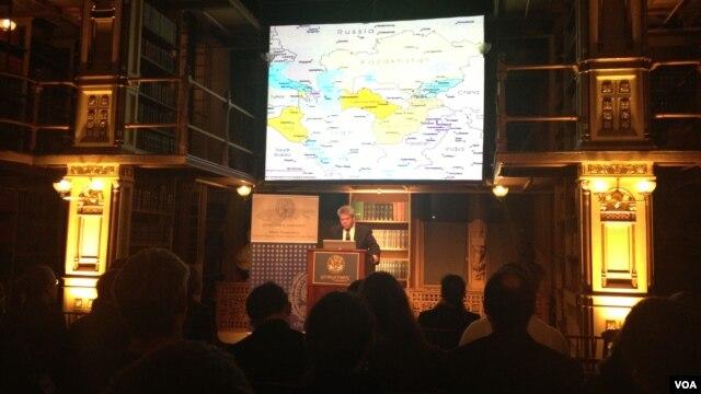 Professor Roger Kangas Vashingtondagi Jorjtaun Universitetida ma'ruza qilmoqda, 27-noyabr, 2012