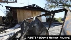 Дом в городе Риджкрест на юге Калифорнии загорелся в результате землетрясения, 4 июля 2019 года