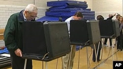 美国选民在投票