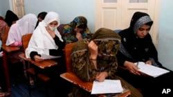 در افغانستان بیشتر از سه میلیون دختر و زن در مراکز آموزشی وجود دارد