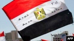 Người biểu tình tụ tập ở Quảng trường Tahrir hô khẩu hiệu đòi chấm dứt chế độ cai trị của quân đội, Cairo, 22/7/2011