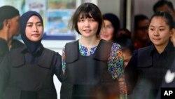 Nghi phạm Đoàn Thị Thương tại một phiên tòa ở Malaysia.