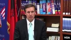 Thượng nghị sĩ Chris Murphy thuộc Đảng Dân chủ từ bang Connecticut.
