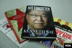 미국에서 출간된 북한 관련 서적들. 왼쪽부터 한국계 미국인 케네스 배 씨가 지난 2016년 출간한 북한 억류 비망록 'Not Forgotten'.