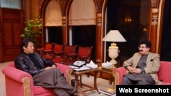 وزیرِ اعظم عمران خان نے چیئرمین سینیٹ صادق سنجرانی کی مکمل حمایت کی یقین دہانی کرائی ہے۔ (فائل فوٹو)