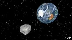 A simulation of asteroid 2012 DA14 approaching from the south as it passes through the Earth-moon system on Feb. 15, 2013. (/NASA/JPL-Caltech)