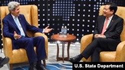 Bí thư Thành ủy TP HCM Đinh La Thăng trong cuộc gặp năm 2016 với Ngoại trưởng Mỹ khi ấy là ông John Kerry.