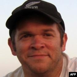 Ông Andrew Ford Lyons nói rằng 'khi viết về một vấn đề nào đó, các blogger nên viết một cách chính xác và trung thực'.