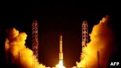 """Старт с Байконура ракеты-носителя """"Протон""""."""