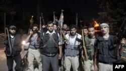 """Binh sĩ nổi dậy của """"Lữ đoàn Tawheed"""" tại Tal Rifaat, phía bắc thành phố Aleppo, ngày 2/8/2012"""