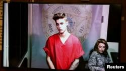 Penyanyi pop Justin Bieber dalam konferensi video di pengadilan di Miami, Florida (23/1). (Reuters/Walter Michot)