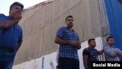 اسماعیل بخشی نماینده کارگران از جمله کسانی است که گزارش شد در بازداشتگاه شکنجه شده است.