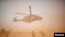 Un hélicoptère militaire de l'Opération Barkhane , au Mali, le 17 octobre 2017.