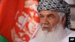 اسماعیل خان می گویند که حکومت مجاهدین را در حاشیه رانده است