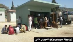 پناهجویان می گویند که در کمپ ها به خدمات اندک دسترسی دارند