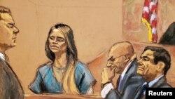 """Lucero Guadalupe Sánchez López, amante (3ra D) del acusado narcotraficante mexicano Joaquín """"El Chapo"""" Guzmán (D), terminó su testimonio el martes 22 de enero de 2019, en la corte federal de Brooklyn, Nueva York."""