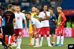Los jugadores de Dinamarca reaccionan después de perder el partido de la ronda 16 entre Croacia y Dinamarca en la Copa Mundial de fútbol 2018 en el Estadio Nizhny Novgorod, en Nizhny Novgorod, Rusia, el domingo 1 de julio de 2018. (AP Photo / Martin Meissner)