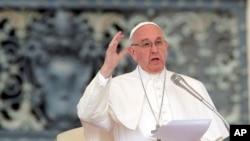 """El Sumo Pontífice dijo el sábado a periodistas en el avión que lo llevó de regreso a Roma desde El Cairo que se necesitan """"condiciones muy claras"""" para la reanudación de las conversaciones en Venezuela."""