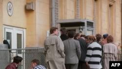 Очередь за визами у посольства США в Москве