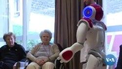 Un robot animateur pour seniors en maison de retraite