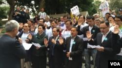 香港民主黨宣誓儀式遭狙擊 (美國之音湯惠芸攝)