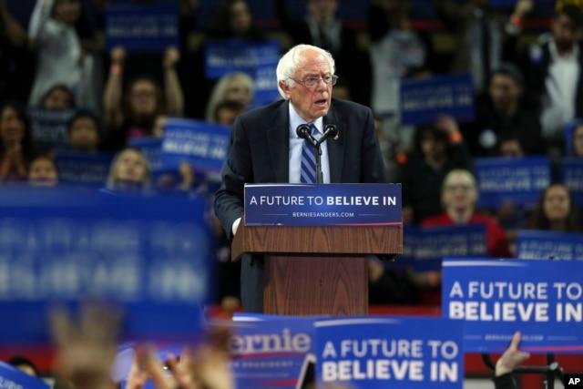 Bernie Sanders phát biểu trong một buổi vận động tranh cử ở Piscataway, bang New Jersey, ngày 8 tháng 5, 2016.