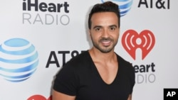 Luis Fonsi asiste a la fiesta iHeartRadio Summer Pool Party en el Fontainebleau Miami Beach el 9 de junio de 2017, en Miami Beach, Florida, EE.UU.