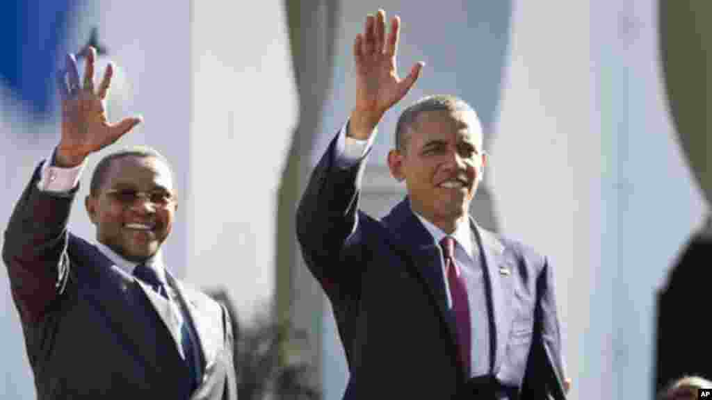 President Obama and Tanzanian President Kikwete wave as they enter State House in Dar es Salaam.