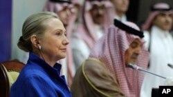 31일 사우디아라비아 외무장관과의 회담 후 기자회견을갖는 힐러리 클린턴(좌) 미 국무장관