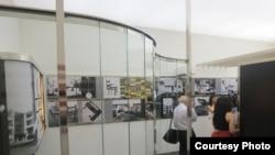 В одном из залов выставки. Фото: Олега Сулькина