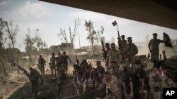 모술 진입을 자축하는 이라크군 병사들