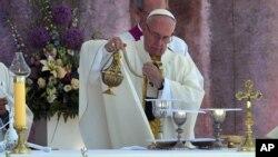 Paus Fransiskus membentuk komisi khusus untuk meneliti peran diakon perempuan dalam Gereja Katolik (foto: dok).