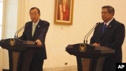 Tổng thư ký Liên Hiệp Quốc Ban Ki Moon trong cuộc họp báo chung với Tổng thống Indonesia Susilo Bambang Yudhoyono tại Jakarta, ngày 20/3/2012