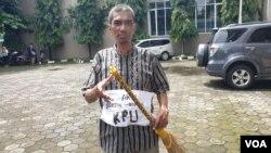 Aktivis YCW, Baharuddin Kamba. (foto VOA/Nurhadi)