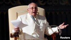 지난 4일 프란치스코 교황이 바티칸 성베드로 광장에서 주례 강론을 하고 있다. (자료사진)