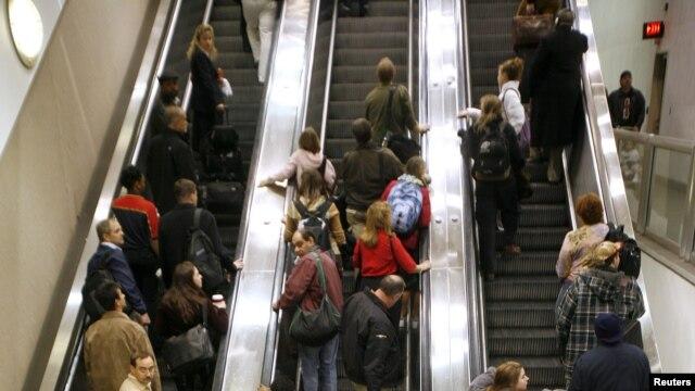 Los aeropuertos de EE.UU. registran una gran congestión por el flujo de viajeros en el Día de Acción de Gracias.