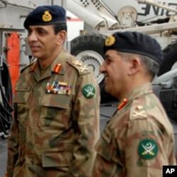 پاکستانی فوج کے سربراہ جنرل کیانی اور آئی ایس آئی کے ڈی جی جنرل پاشا (فائل فوٹو)