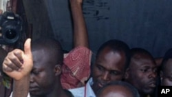 Le président Bozizé au sortir de l'isoloir le 23 janvier