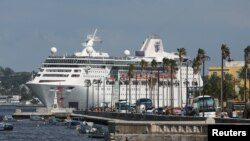 Круизное судно Empress of the Seas, принадлежащее компании Royal Caribbean International, покидает Гавану, Куба, 5 июня 2019 года