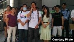 民陣成員(前排左起:洪曉嫻、楊政賢、岑永根)在警察總部抗議(民陣Facebook圖片)