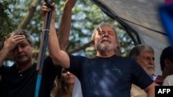 Việc ông Luiz Inacio Lula da Silva đi tù đã loại bỏ nhân vật có ảnh hưởng nhất khỏi chính trường Brazil, và là ứng cử viên hàng đầu trong cuộc vận động tranh cử tổng thống năm nay.