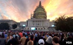 Hàng ngàn người tập trung trước trụ sở Quốc hội Mỹ sáng sớm hôm nay với hy vọng thấy Đức Giáo Hoàng đến Quốc hội, ngày 24/9/2015.